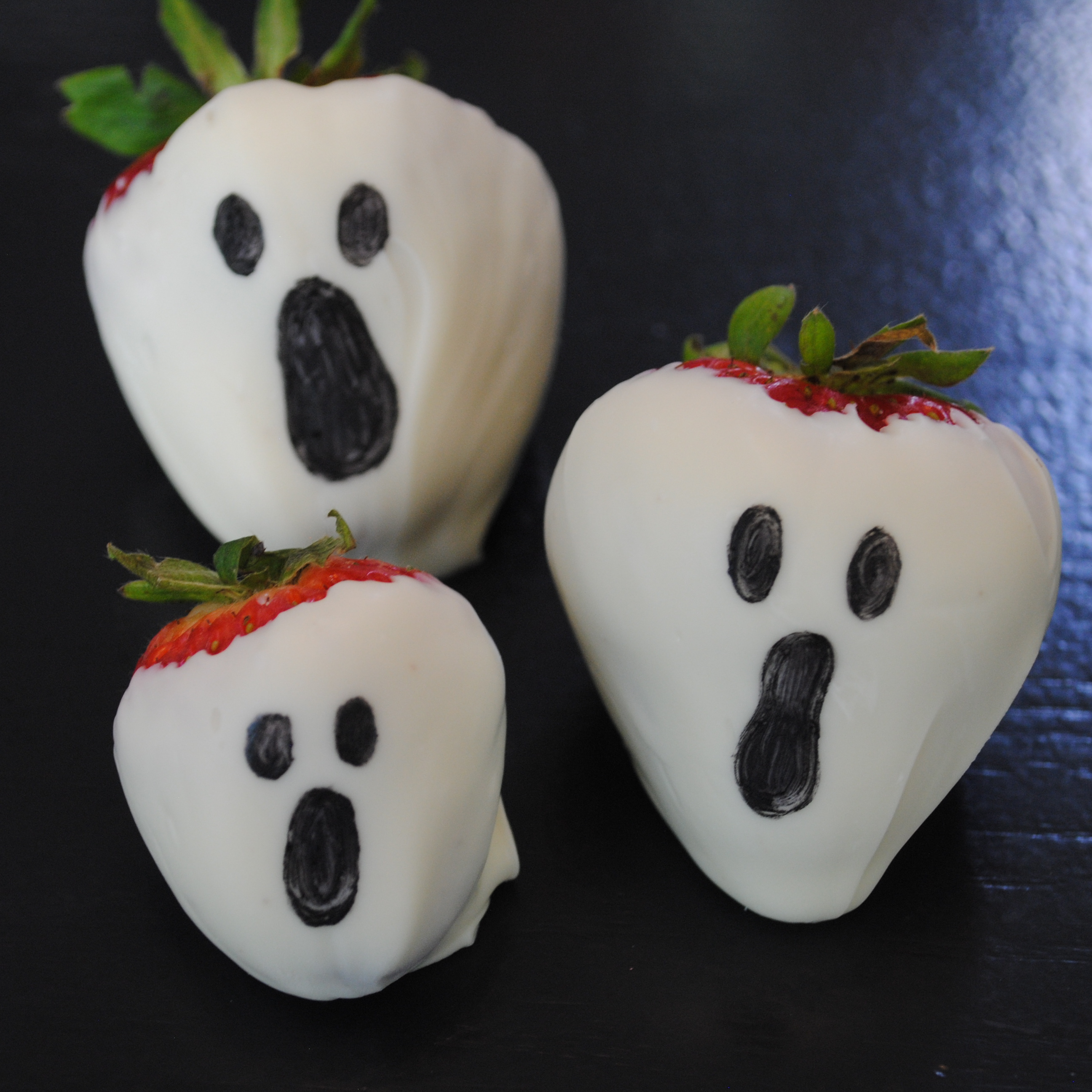 White Chocolate Dipped Strawberries Halloween
